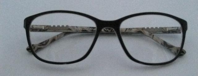 Brillenform angepasst